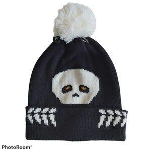 peaking Skull bones Beanie hat in black & white